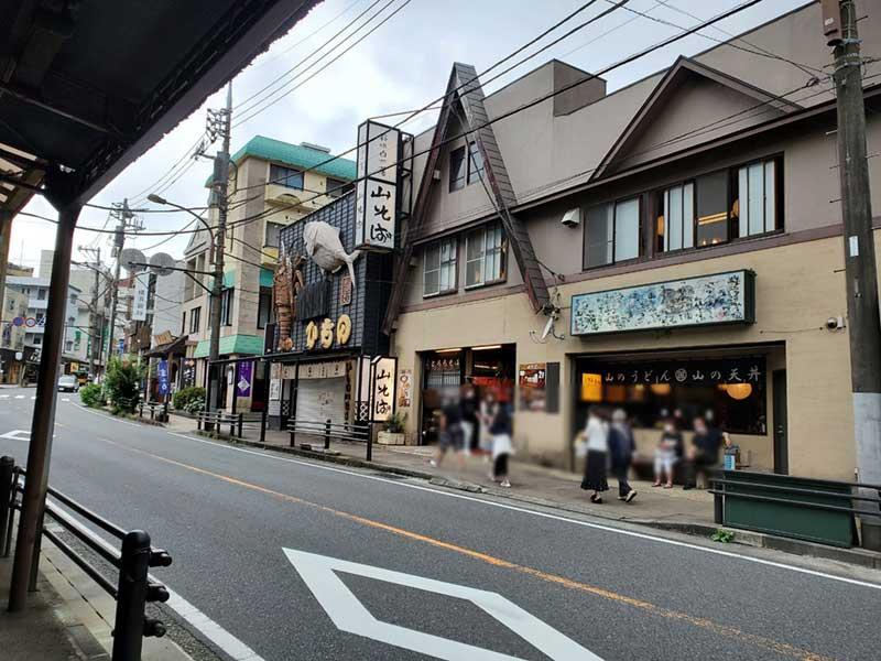 箱根湯本駅周辺の観光客はまだまばら
