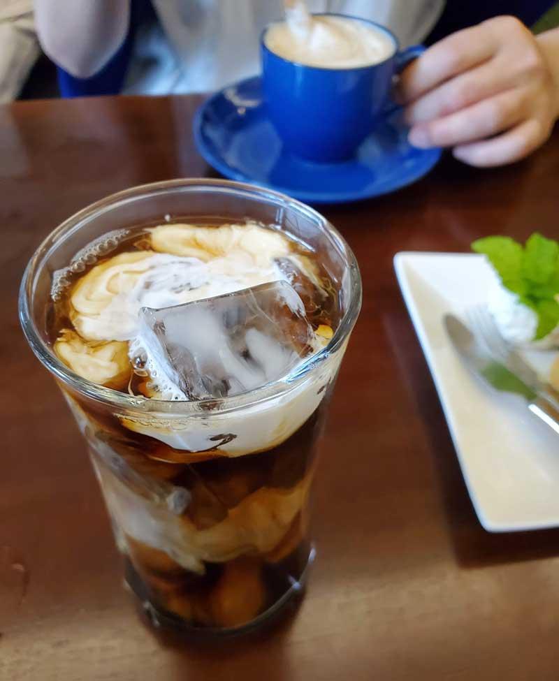 初夏の日差しで疲れた体にアイスコーヒーがぴったり