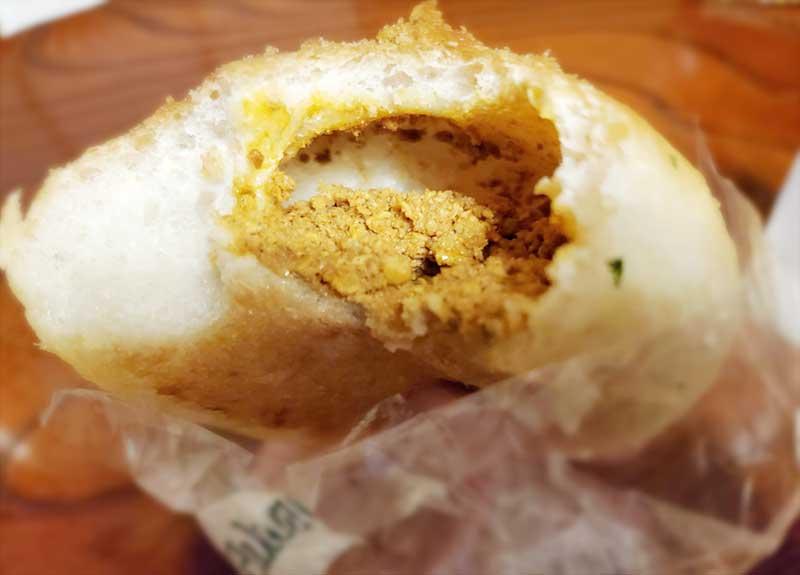 鶏ひき肉のキーマカレーのカレーパンだ!