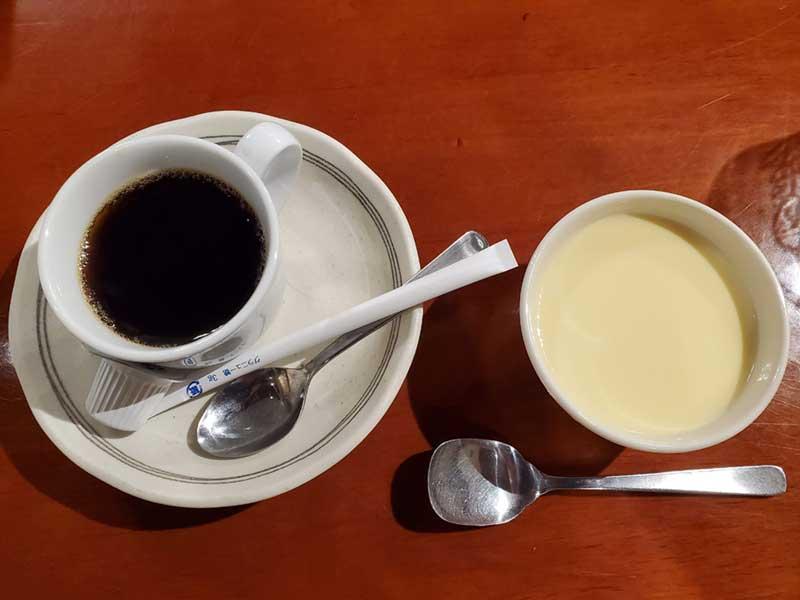 食後のプリンとコーヒーが最高すぎる