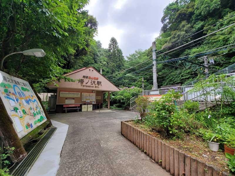 山の中にある塔ノ沢駅