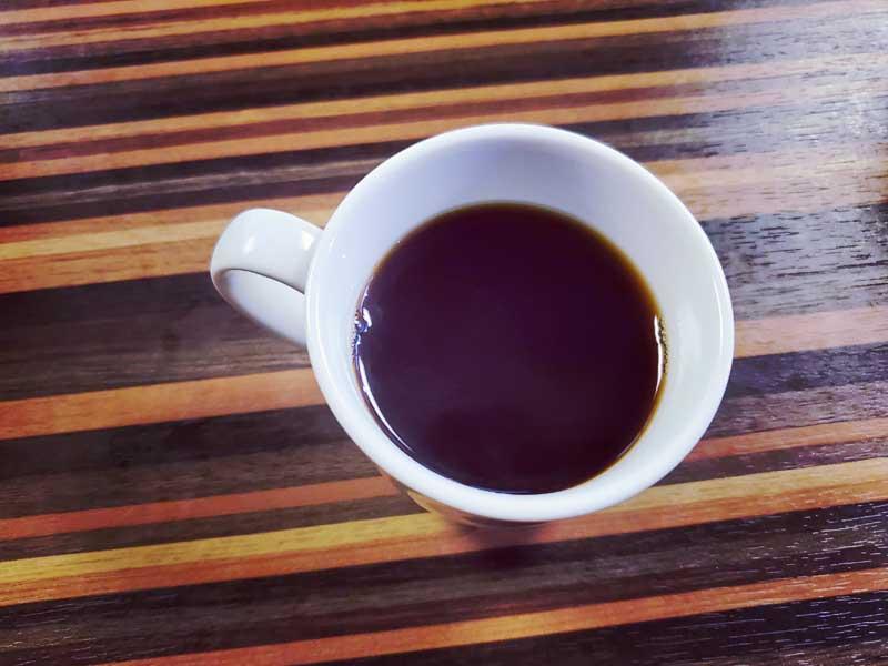 寄木細工とコーヒーの組み合わせ