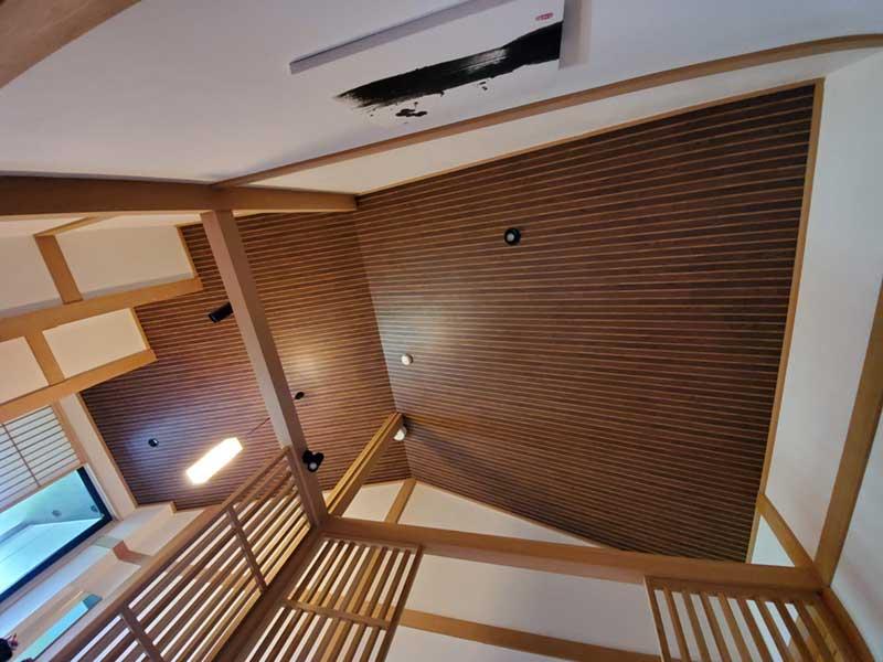 寄木デザインの天井