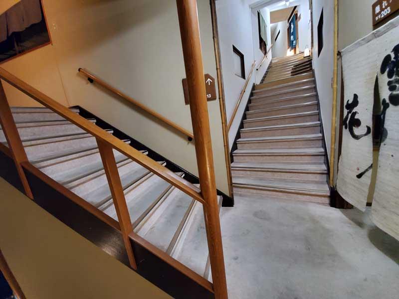 迷路みたいな階段