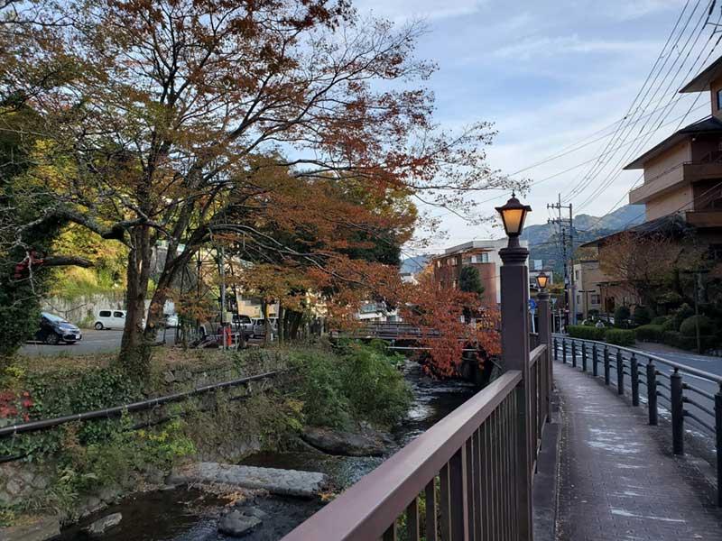 街灯が立って趣がある藤木橋周辺