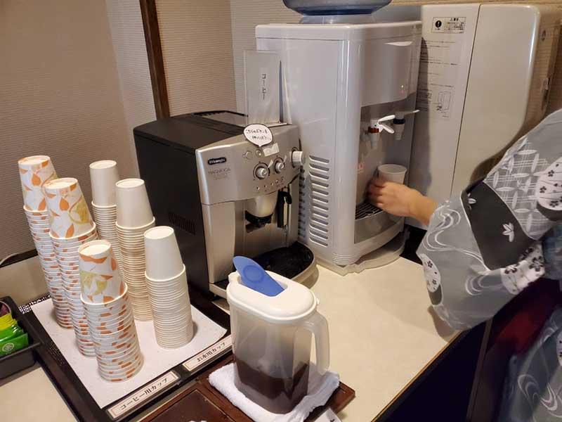 冷水やコーヒーが無料で飲める