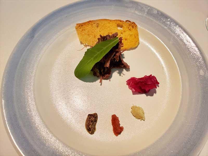 自家製コンビーフ 紅玉 ホースラディッシュ 粒マスタード 紫キャベツ