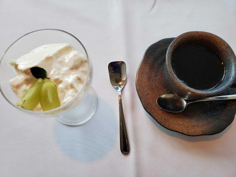 食後はパンナコッタとコーヒーで